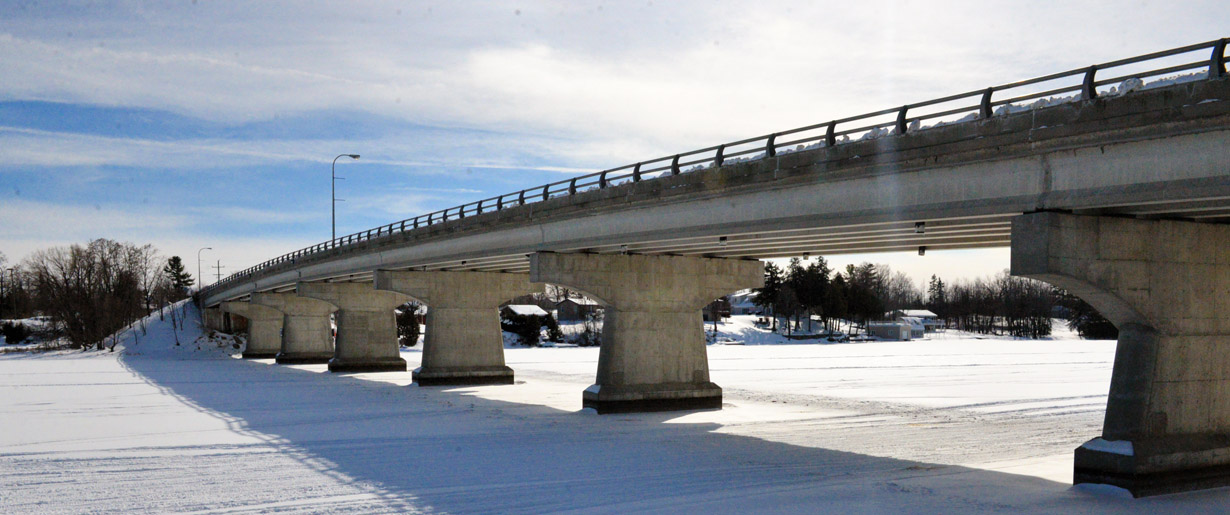 Rideau Ferry Bridge in the winter